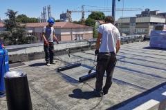 Varenje-brenerom-drugi-sloj-bitumenske-hidroizalicije-na-ravnom-krovu