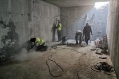 """Brušenje, """"krpljenje"""" rupa od juvidur cevi, štemanje nevezanih delova betona kao priprema betonskih zidova i poda za slojeve polimercementne hidroizolacije"""