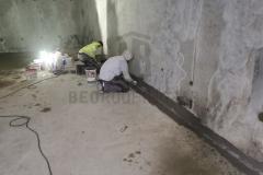 Postavljanje gumiziranih ugaonih traka na spojevima pod-zid i zid-zid, u PP rezervoaru